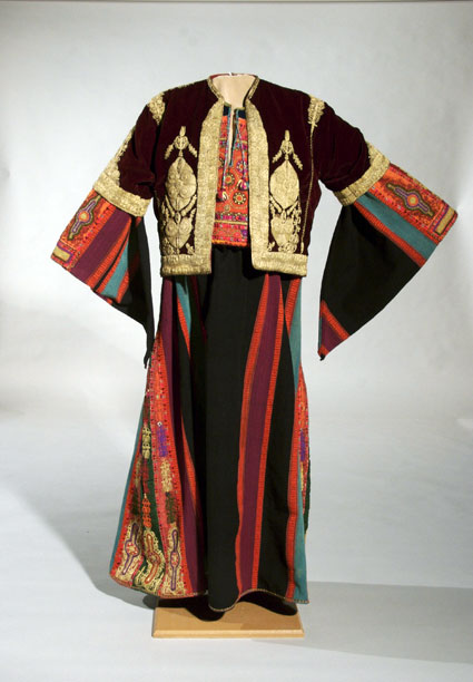 Embroidering Identities A Century Of Palestinian Clothing
